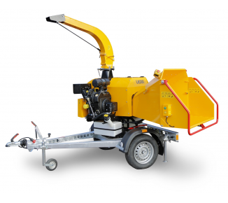 Powerful chipper with petrol engine on braked chassis (26,5 HP) LS 160 PB