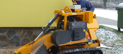 Stump cutter on tracked chassis hand-operated P 38 M