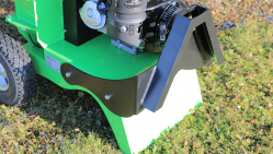 A tractor-mounted shredder intended for gardening and powered by the Honda engine. LS 95/GX – tractor-mounted