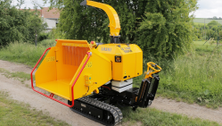 Powerful chipper on tracked chassis with petrol engine LS 160 P Track